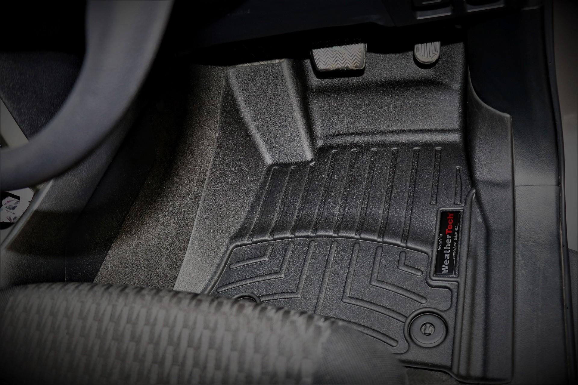 FloorLiner: Toyota Innova Crysta 2018